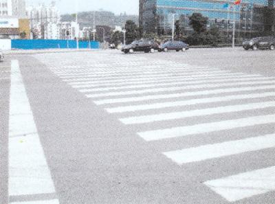 金开大道人行横道标线