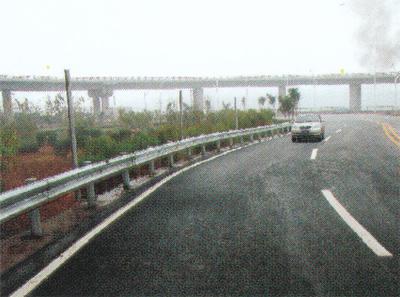 绕城西南段波形梁护栏图