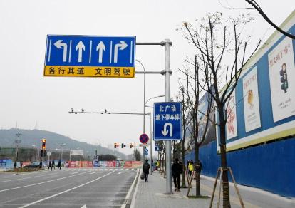 体育app万博下载路南段工程(标志、电子警察及信号灯2)