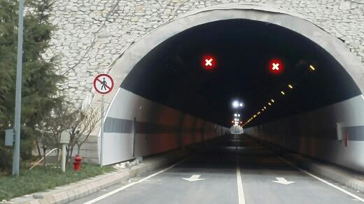 金童路南段工程(标线、车道指示器3)